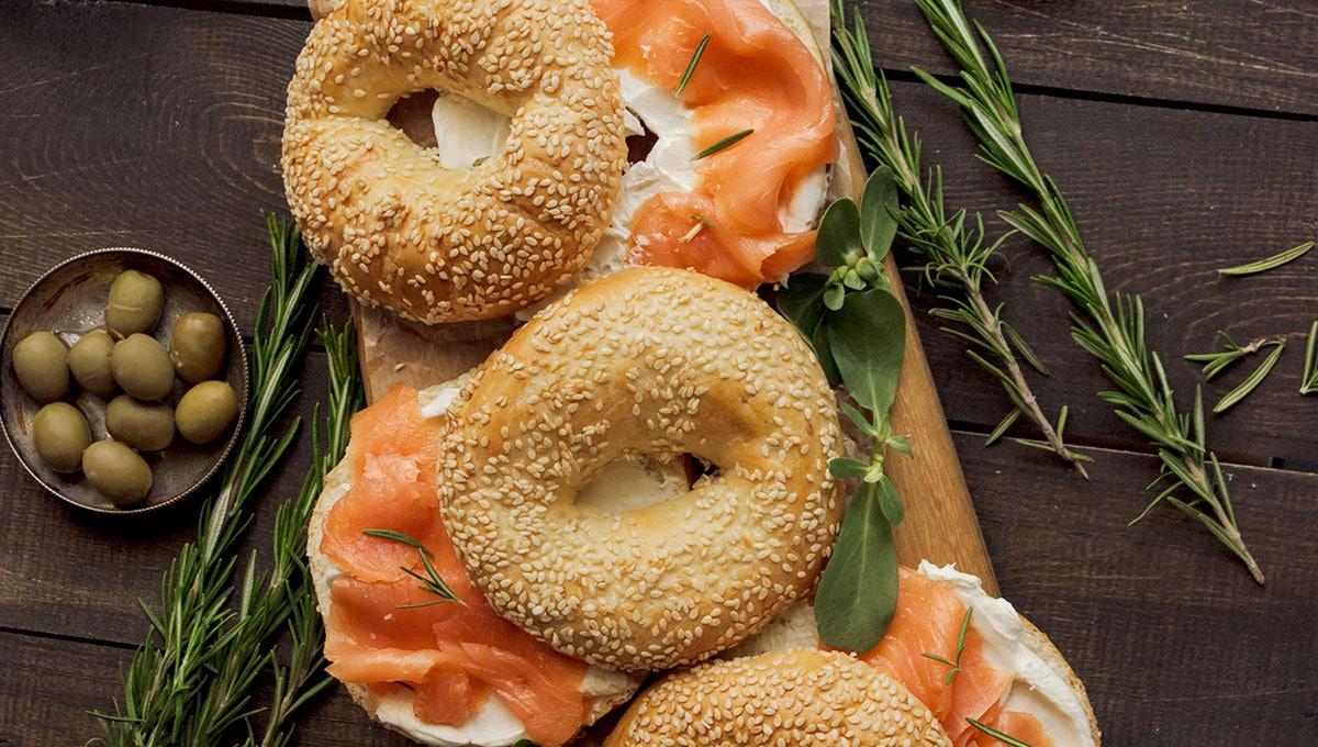 Bagels de salmón ahumado y queso crema