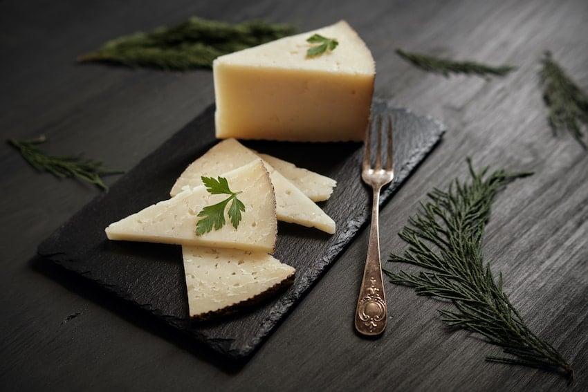 Cuáles son las propiedades del queso curado